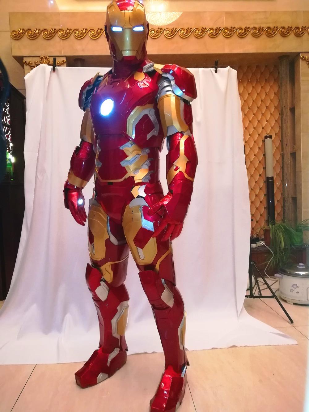 Настоящий костюм железного человека фото