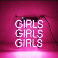 Неоновая розовая вывеска надпись Girls