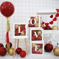 Прозрачные коробки с английскими буквами для декора на праздник
