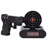 Будильник часы с мишенью и пистолетом